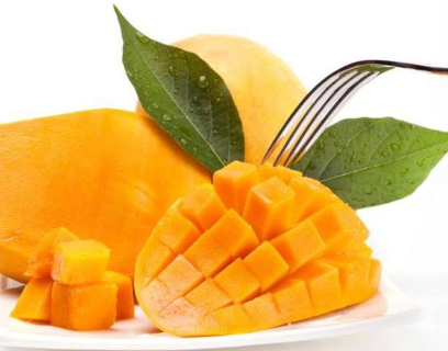 deliciously cut mangoes