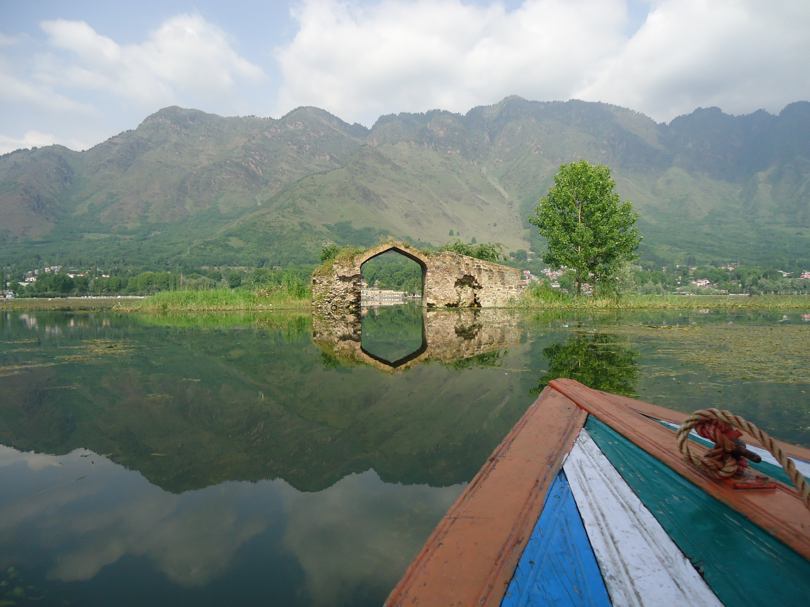 mirror view in lake