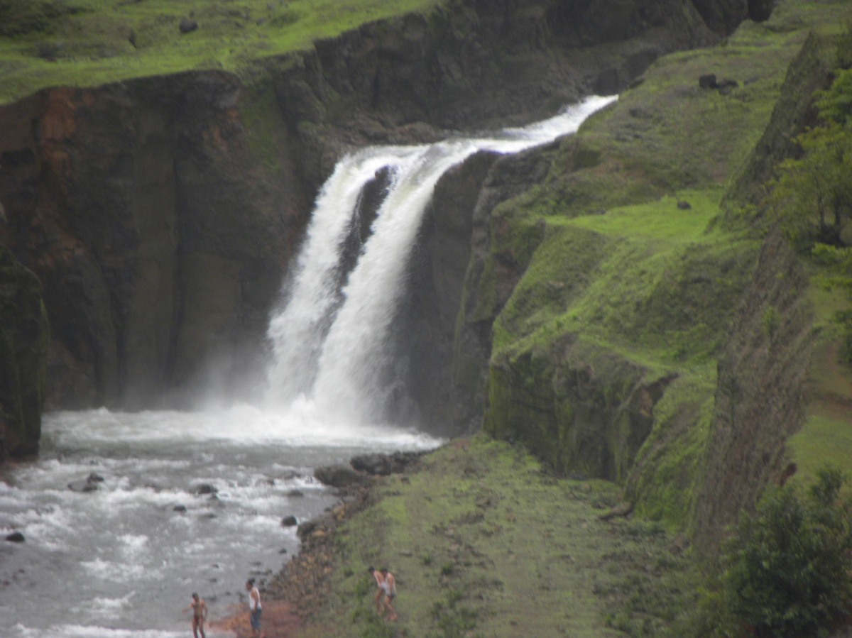 Manoli dam overflow